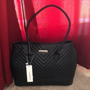 🖤SAG HARBOR🖤QUILTED CHEVRON HANDBAG WITH ZIP🖤